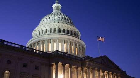 Depois de a Câmara decidir pelo impeachment, processo agora será julgado no Senado
