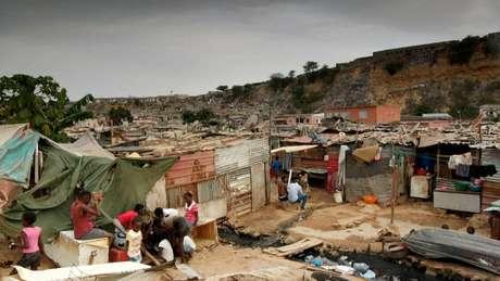 Trinta por cento dos angolanos vivem na pobreza com menos de 2 dólares por dia