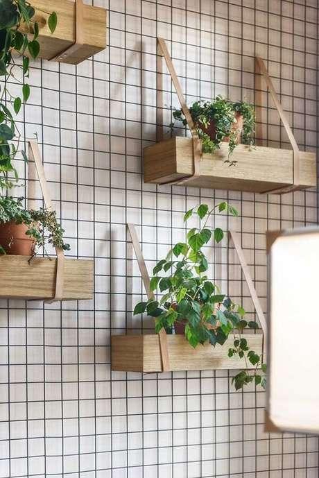 16. Floreira de madeira vertical. Fonte: Pinterest