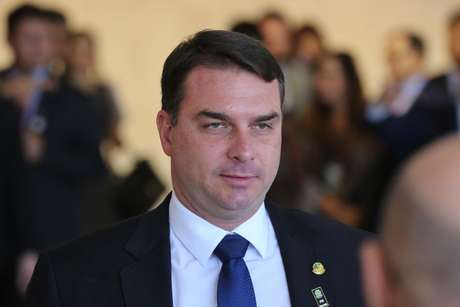 Flávio Bolsonaro ainda será investigado