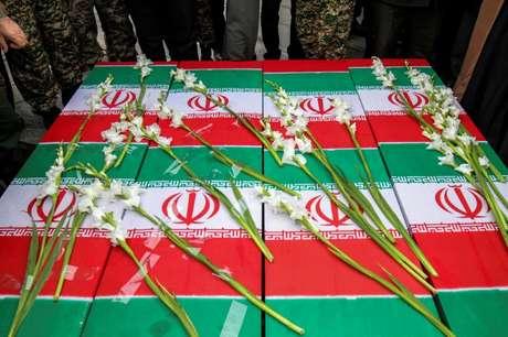 Caixões de quatro iranianos mortos em queda de avião da Ucrânia 16/01/2020 Abdolrahman Rafati/Tasnim News Agency/WANA (West Asia News Agency) via REUTERS