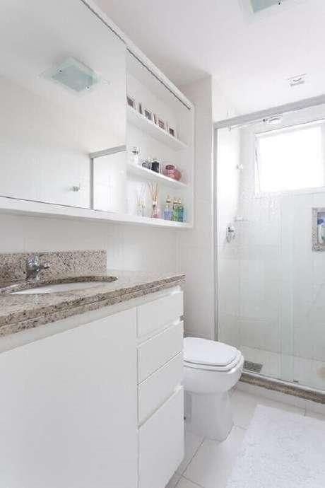14. Modelo de banheiro de apartamento decorado todo branco – Foto: Kali Arquitetura