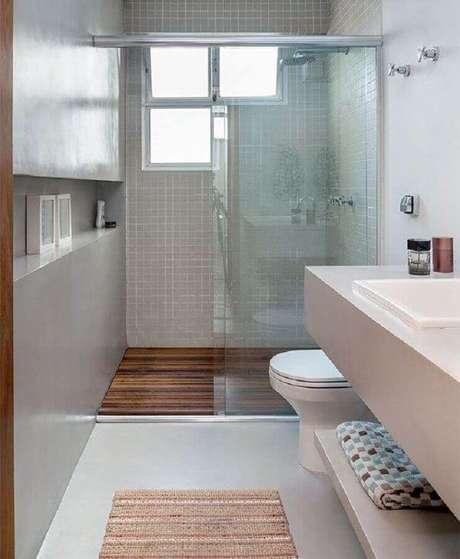 32. Invista no cimento queimado para um toque moderno na decoração do banheiro pequeno de apartamento – Foto: Webcomunica