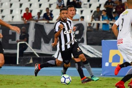 Caio Henrique lamentou a derrota do Botafogo (Foto: Reprodução/Vitor Silva)