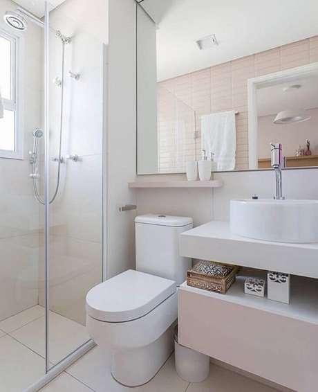 38. Decoração clean para banheiro de apartamento planejado – Foto: Renata Pauperino