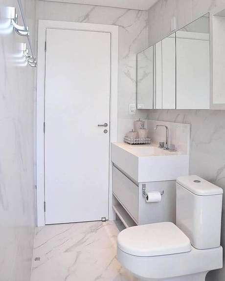 45. Decoração simples para banheiro pequeno de apartamento todo branco – Foto: Pinterest