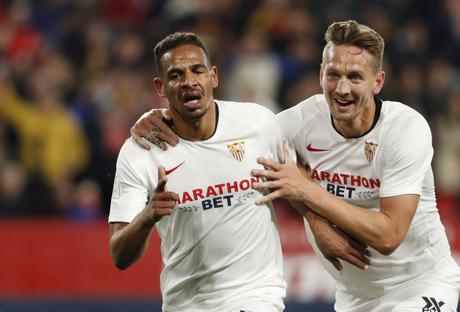O volante Fernando marcou seu primeiro gol com a camisa do Sevilla (Foto: Divulgação)