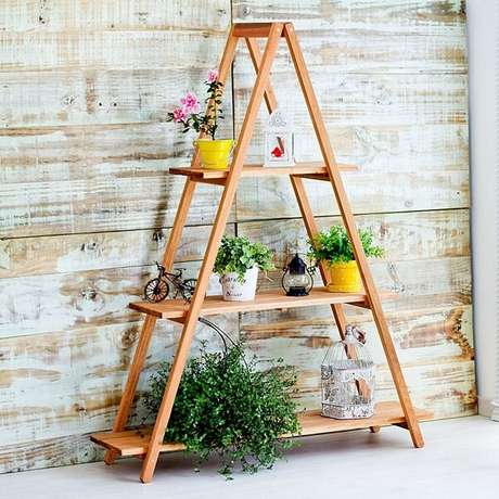 36. Floreira de madeira tipo escada. Fonte: Mercado Livre