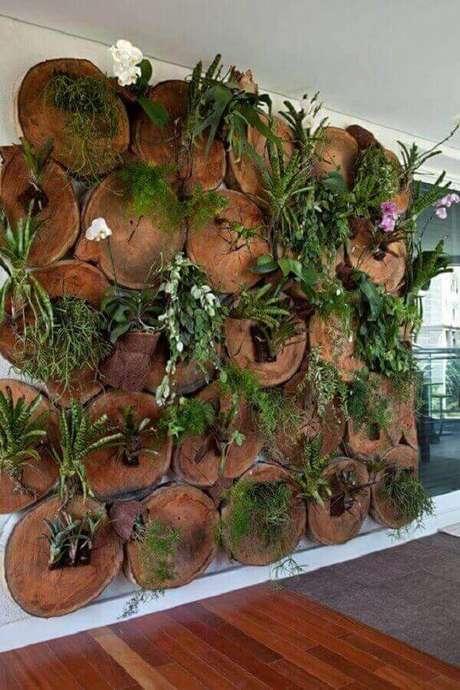 47. Floreira especial feita com troncos de madeira. Fonte: Pinterest
