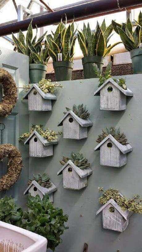 48. Floreira criativa feita com casinhas de pássaros. Fonte: Pinterest