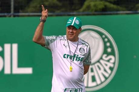 Técnico do Palmeiras, Vanderlei Luxemburgo durante treino na Academia de Futebol, no bairro da Barra Funda, em São Paulo