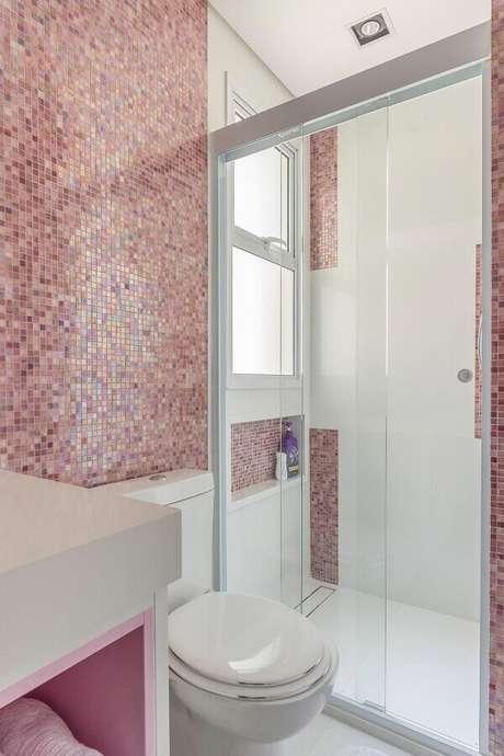 57. Pastilhas cor de rosa para decoração de banheiro de apartamento – Foto: Blog da Cyrela