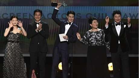 É a primeira vez que um filme de língua estrangeira ganha o prêmio de Melhor Elenco do SAG Awards