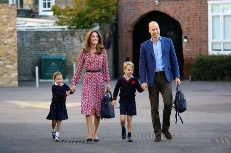 Príncipe William e a mulher, Kate, com os filhos 05/09/2019 Aaron Chown/Pool via REUTERS