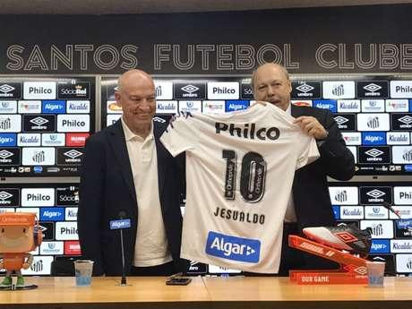 Peres e Jesualdo Ferreira na apresentação do treinador, na Vila Belmiro (Foto: Arthur Faria/Lancepress!)