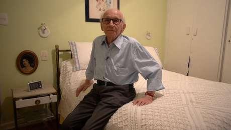 Andor Stern, em sua casa em SP: 'Cada dia que eu vivo é uma sobremesa. Talvez isso explique essa intensidade de querer viver e que os outros vivam. Tenho o máximo respeito pela vida'