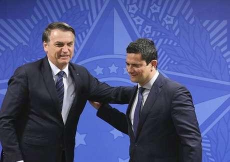 O presidente Jair Bolsonaro ao lado do ministro da Justiça e Segurança Pública, Sergio Moro