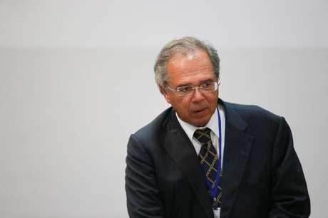 O ministro da Economia, Paulo Guedes, participa de uma cúpula do bloco comercial do Mercosul, em Bento Gonçalves, Brasil. 05/12/2019. REUTERS/Diego Vara