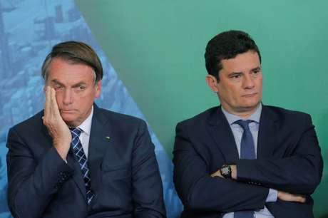 Presidente Jair Bolsonaro e ministro da Justiça, Sergio Moro, durante cerimônia no Palácio do Planalto 18/12/2019 REUTERS/Adriano Machado