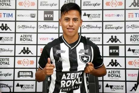 Lecaros veio do Real Garcilaso, do Peru (Foto: Vítor Silva/Botafogo)