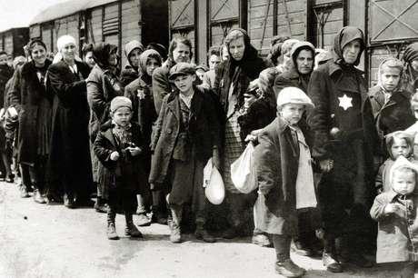 Pelo menos 1,3 milhão de pessoas foram enviadas para Auschwitz-Birkenau durante a guerra - 90% delas eram judias