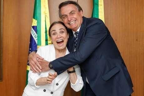 Regina Duarte e Jair Bolsonaro durante encontro no Palácio do Planalto