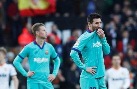 Lionel Messi e Frenkie de Jong, do Barcelona, desanimados após segundo gol do Valencia