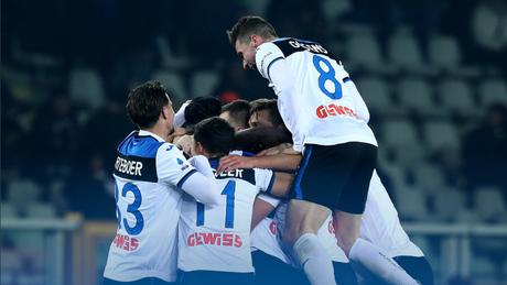 Jogadores comemorando um dos gols da equipe (Foto: Divulgação/Atalanta)