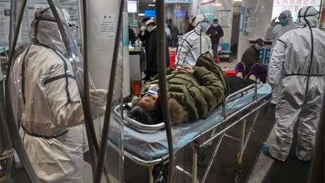 Hospitais da cidade onde o surto começou estão com cada vez mais pacientes