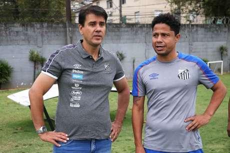 De polo cinza, Jorge Andrade comanda o departamento das categorias de base (Pedro Ernesto Guerra Azevedo)