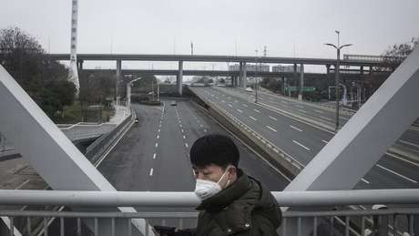 Cidade de Wuhan, considerada epicentro do surto, foi colocada em uma espécie de quarentena pelo governo
