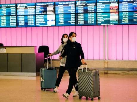 Passageiros desembarcam de voo oriundo da China, depois de casos de coronavírus reportados no país. 26/1/2020.  REUTERS/Ringo Chiu