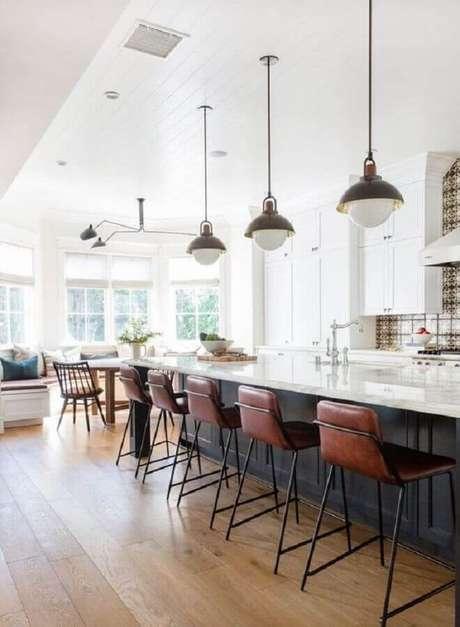2. As banquetas modernas com encosto sem dúvida são as mais confortáveis – Foto: Allied Maker