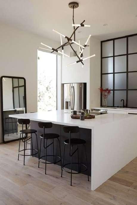 15. Escolha modelos de banquetas modernas para cozinha que sejam bem confortáveis – Foto: Lekker Home