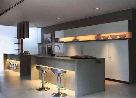 10. O acabamento de metal das banquetas modernas garantem um toque ainda mais contemporâneo para a cozinha moderna – Foto :Webcomunica