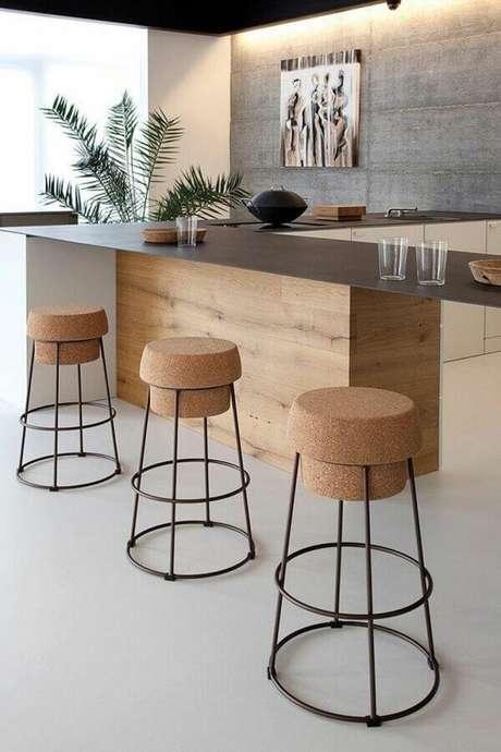 26. Lindo modelo de banquetas modernas minimalistas com assento com design de rolha – Foto: Lúdica Arquitetura