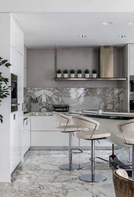 40. Decoração sofisticada para cozinha com banqueta alta moderna com encosto e ajuste de altura – Foto: Houzz