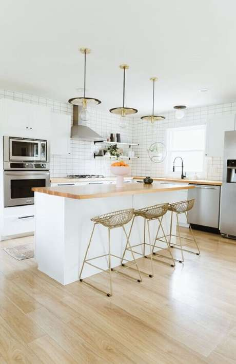 44. As banquetas modernas podem mudar totalmente a decoração da sua cozinha – Foto: Lightology