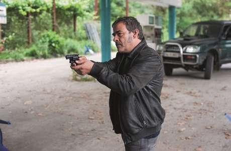 Inspetor Héctor, único sobrevivente da explosão nuclear investiga assassinatos misteriosos