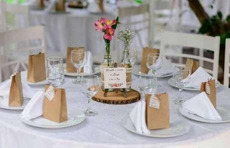 18. Lembrancinha de mesa casamentos para deixar a decoração ainda mais bonita – Foto: Casamentos