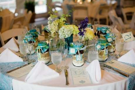 19. Lembrancinha de mesa com doce no pote- Foto: Kristine Aletha Weddings