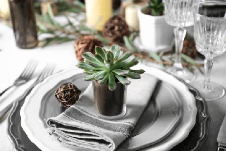 20. Lembrancinha de mesa com suculenta – Via: Wedding Bee