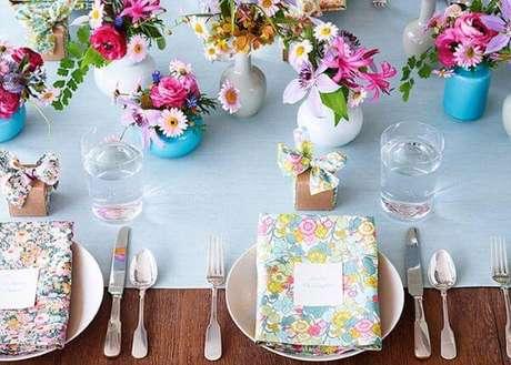 23. Lembrancinha de mesa de aniversário colorida e alegre – Via: A Noiva de Botas