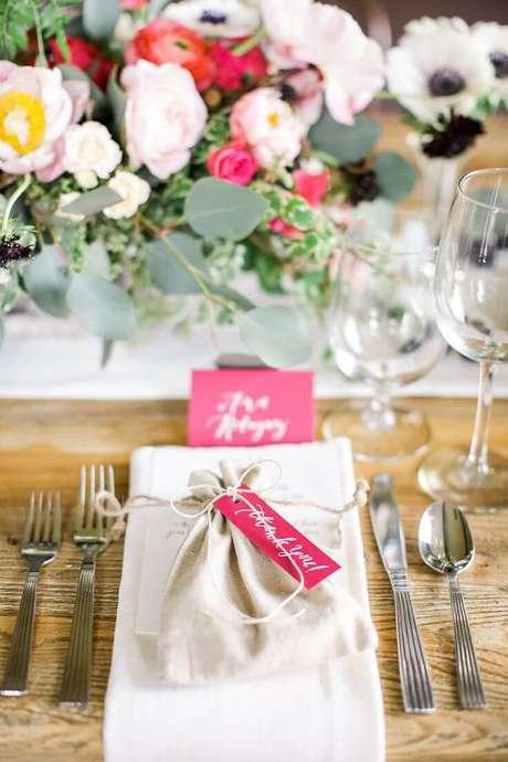 28. Lembrancinha de mesa de casamento – Via: Casamento na Serra