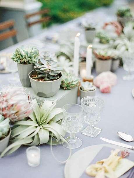7. Lembrancinha centro de mesa com suculentas – Via: Salve a Noiva