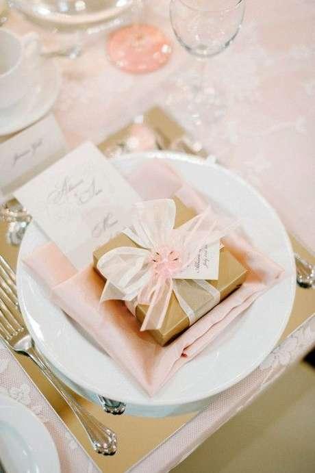 3. Lembrancinha de mesa com caixinha de doces – Foto: Foot the Forum