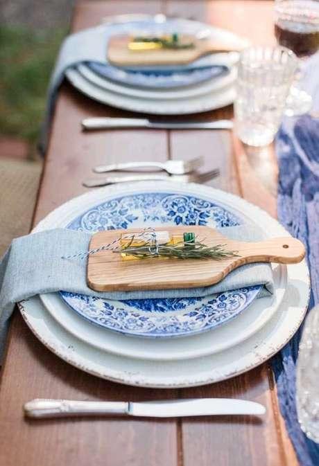 40. Lembrancinha de mesa para aniversário com decoração azul – Via: Decor Fácil