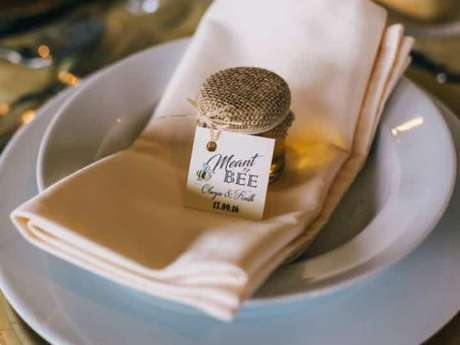 42. Lembrancinha de mesa para casamento com mel – Foto: Casamentos