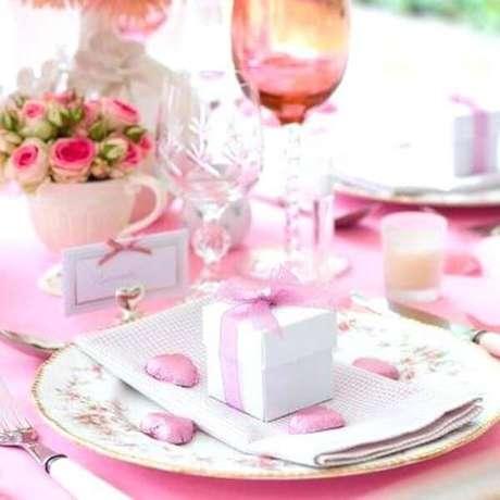 53. Lembrancinha de mesa para festa com caixinha de doces – Via: The Glam Paf