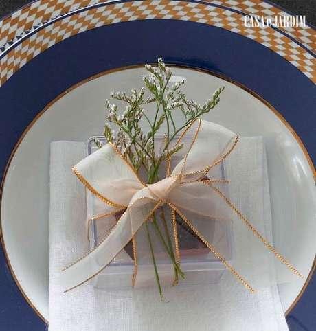 8. Caixinha de acrílico para usar como lembrancinha de mesa na festa de casamento – Foto: Casa e Jardim